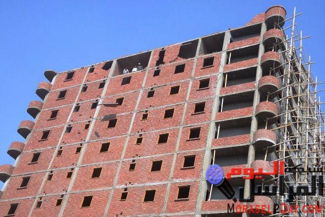 """إزالة 3 طوابق علوية ببرج مخالف """" تحت الإنشاء"""" بكورنيش بني سويف"""