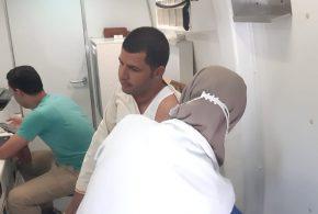 استمرار عمل الفرق الطبية المتنقلة لتطعيم المواطنين بالجهات الحكومية و المصانع بابشواى